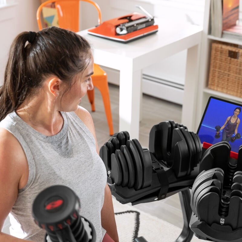 Lunges with SelectTech 1090 Dumbbells - expanded view