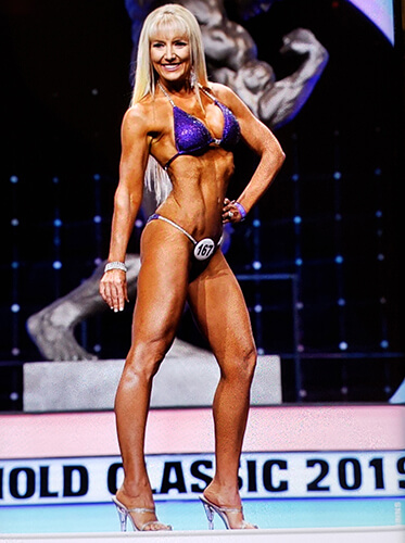 Lisa Traugott posing during a competition.