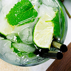 A delicious glass of 2-minute Mojito Mocktail