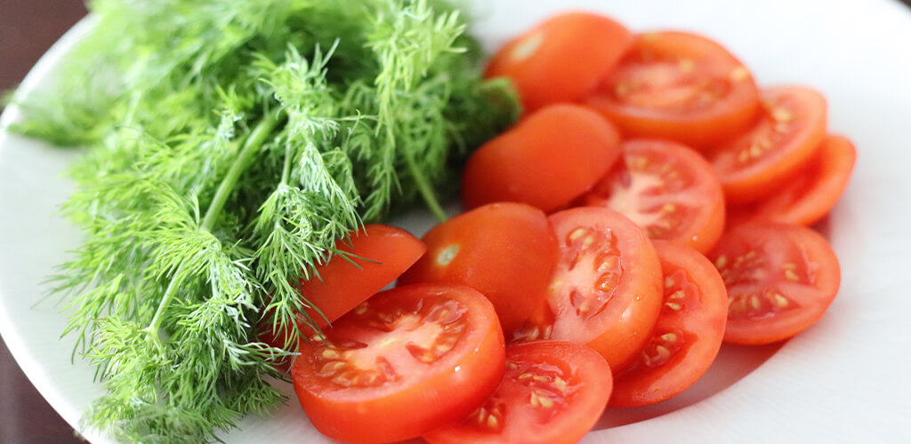fresh dill and tomatoes