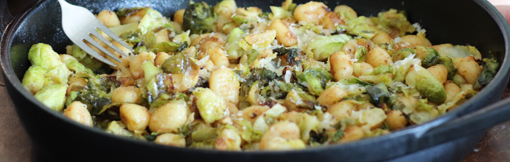 Crisp gnocchi with Brussels sprouts in a bowl.