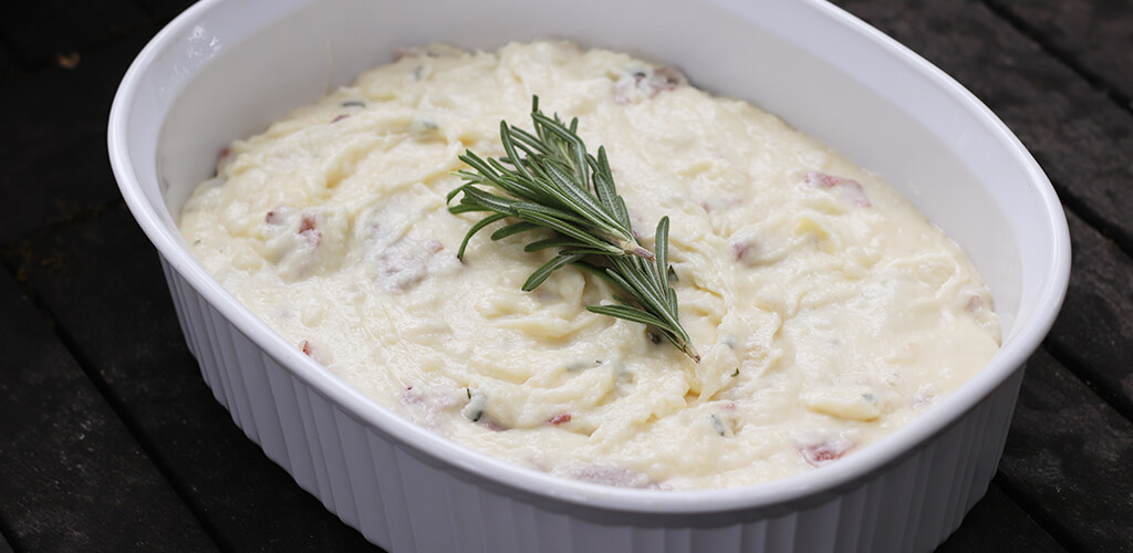 a pan of parmesan rosemary mashed potatoes