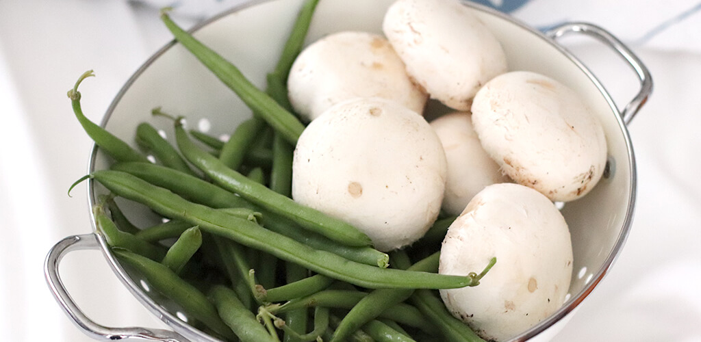 fresh green beans and mushrooms in a bowl