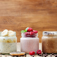 Close up image of easy overnight oats.
