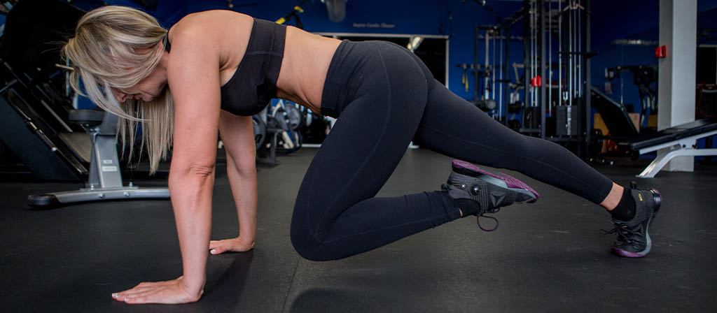 Lisa Traugott performing mountain climbers