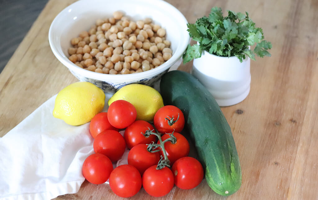 The main ingredients for chickpea salad.