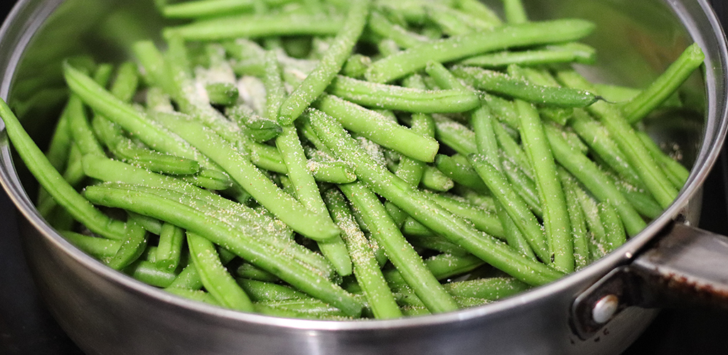 a pan of green beans