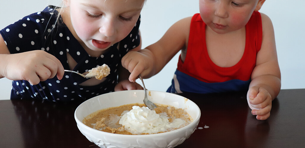 kids eating pumpkin pie oatmeal